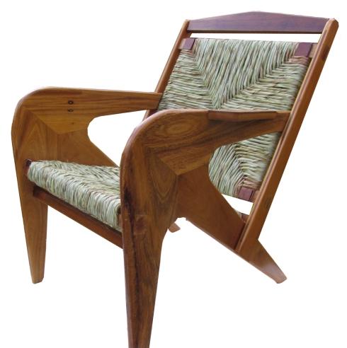 Cadeira Hector, criação de Nina Coimbra.