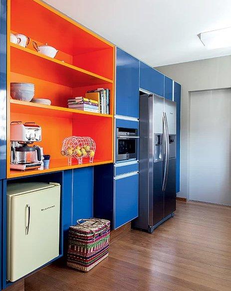 cozinha laranja e azul casa e jaardim arquiteto Maurício Arruda